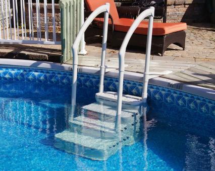 Pool Einstelltreppe Kunststoff